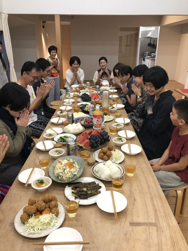 つくし会の料理で交流会